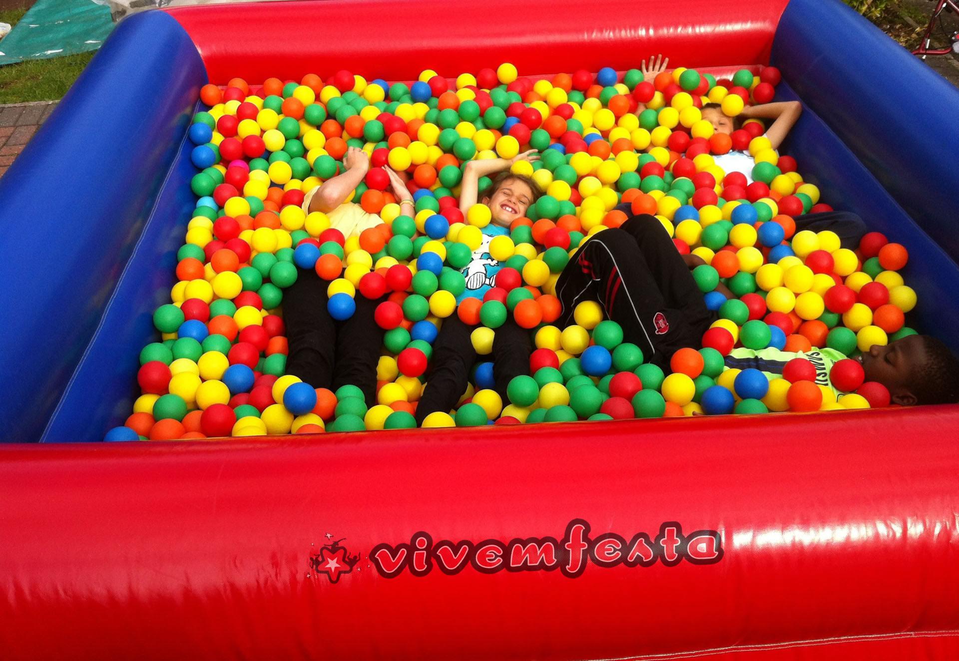 piscina de bolas festas aniversários insufláveis